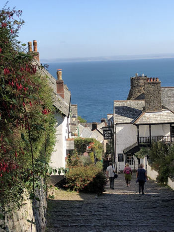 Take a tour of Clovelly with Viv Robinson, Registered Blue Badge Guide