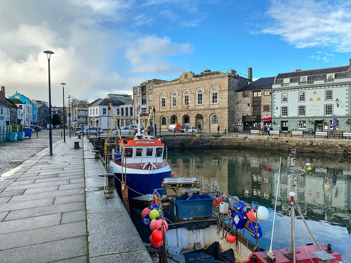 guided walks in plymouth, devon with viv robinson registered blue badge tour guide